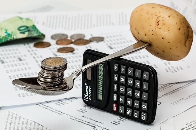 mince a brambor na lžíci