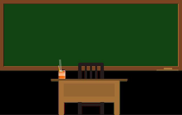 tabule a učitelský stůl