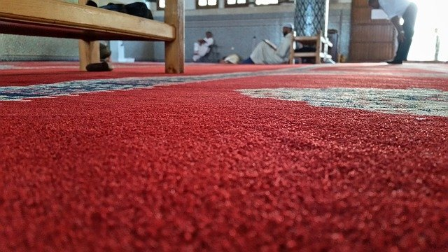 červený koberec detail