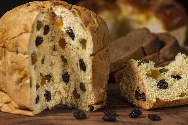 chléb s rozinkami