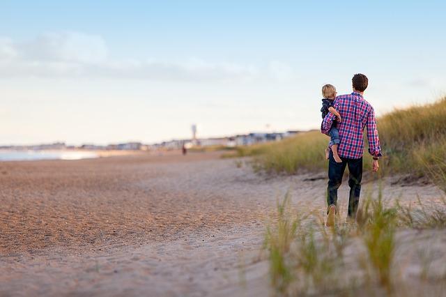 s dítětem u moře