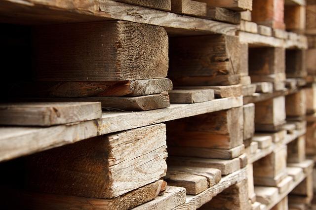 palety ze dřeva