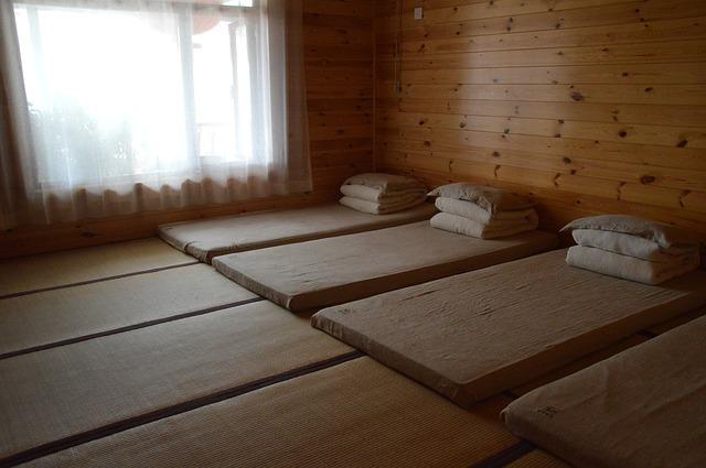 matrace na zemi