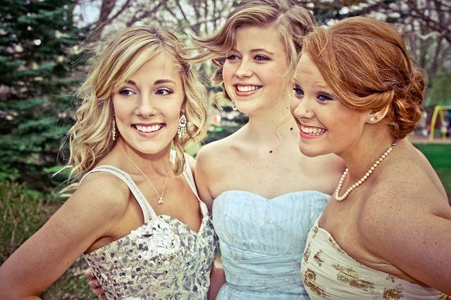 tři dívky na ples