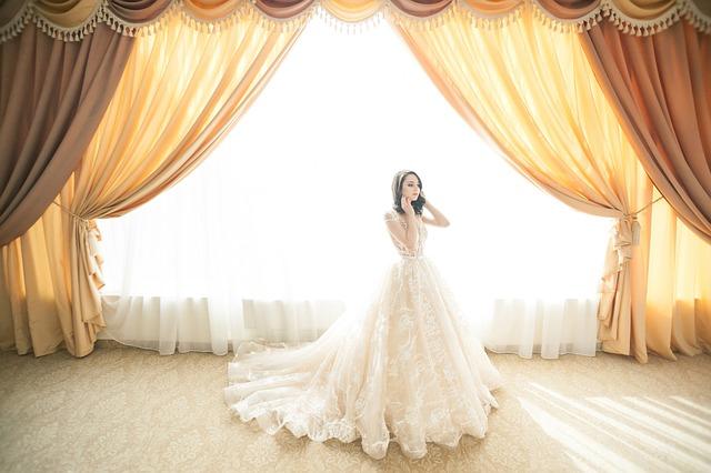 svatební bílé šaty