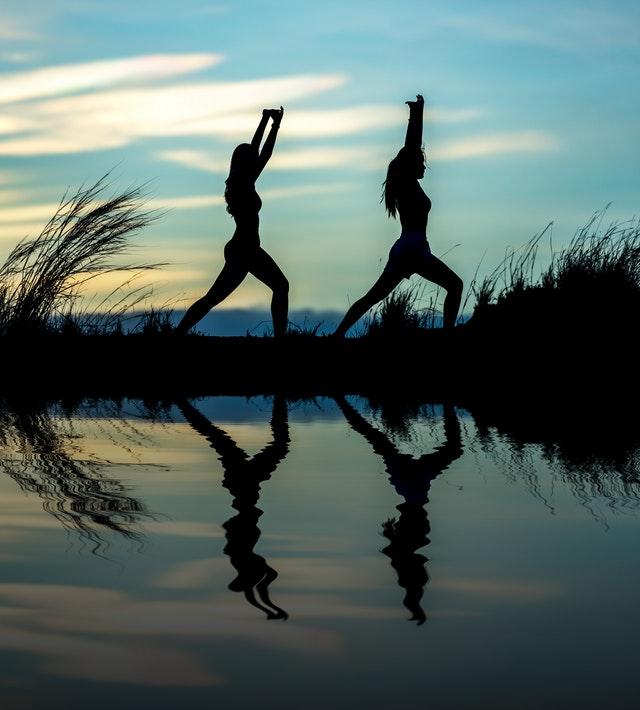 cvičení při západu slunce