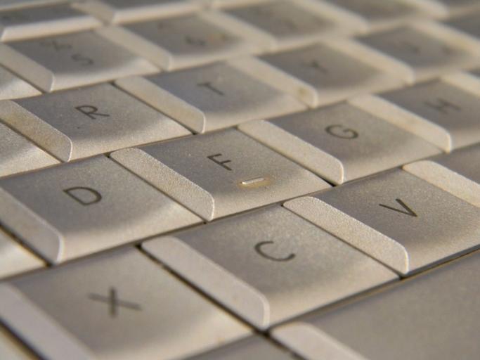 klávesy bílé