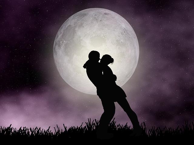 polibek při měsíci