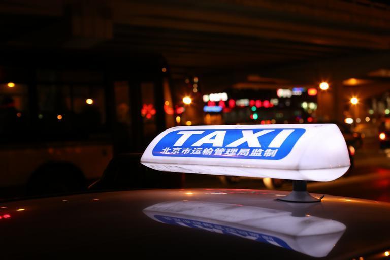 označení taxislužby