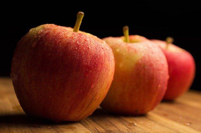 tři jablka v řadě