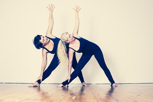 dvě ženy při cvičení